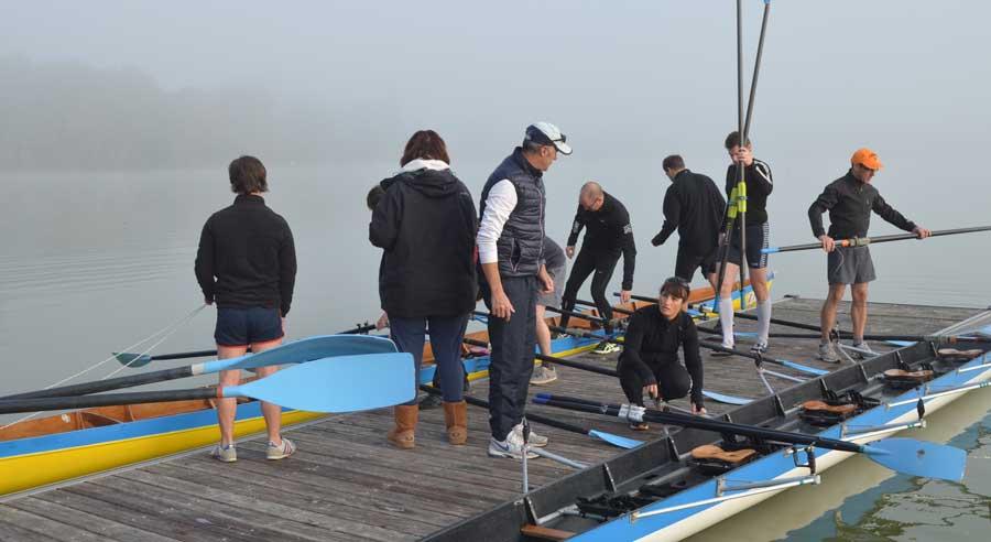 préparatifs sur le quai avant la pratique de la voile sur le lac d'Enghien